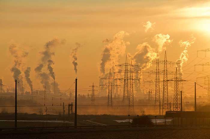 출처: www.pexels.com/photo/air-air-pollution-climate-change-dawn-221012) by pixabay