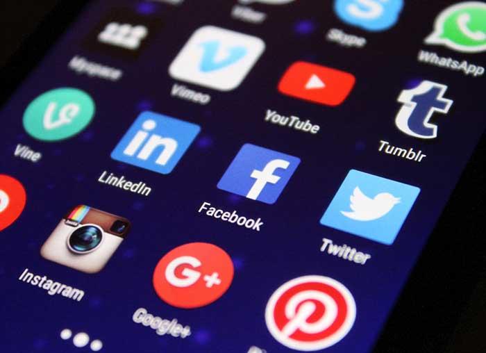 플랫폼은 외양적으로는 공동체와 유사하게 보이지만, 정동의 추출과 채굴을 목표로 한 자본주의의 변형체이다. by Pixabay, 출처: www.pexels.com/ko-kr/photo/www-267350/