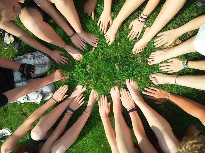 생태민주주의는 정동이 자연스럽게 흐르는 판과 구도라고 할 수 있는, 보이지 않는 관계망 자체의 복원과 재건의 입장에 선 정동의 정치이다. by Pixabay, 출처: www.pexels.com/ko-kr/photo/53958/