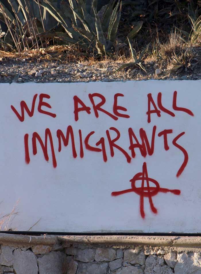 볼 수 없는 것의 윤리와 미학이라는 관점에서의 기후정의는 아직 태어나지 않은 미래세대, 주변에서 볼 수 없는 난민과 제 3세계 민중들에 기반하는 것을 의미한다. by Pixource