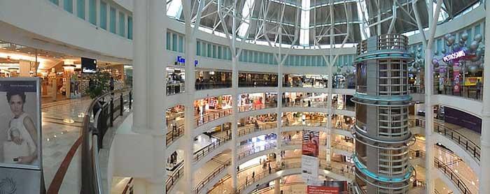 오늘날 가장 예술적인 공간은 쇼핑을 목적으로 건축되는 아케이드 공간일 것이다. https://www.pickpik.com/shopping-mall-shopping-mall-retail-consumerism-shop-127733