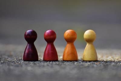 지역이 '여러 사람이 생활하면서 함께 살아가는 곳'이라는 사실에 공감한다면 지역을 정의하는 이 말 속에 중요한 단어와 어울리는 적정한 것들을 연상하면서 지역의 원칙을 발견해 나갈 수 있다. by Pixabay  출처 : https://www.pexels.com/ko-kr/photo/209728/