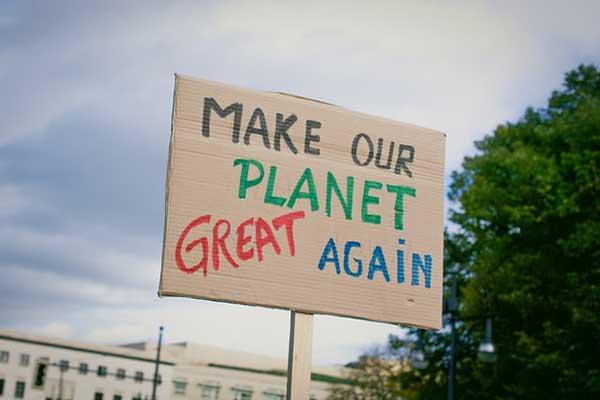 될 것 같은 미래가 아니라 되어야 할 미래를 설정하고, 사회의 경로를 그에 맞추는 것이야말로 기후위기 시대의 사회운동이 가져야 할 최우선 과제다. by Christian Lue  출처: https://unsplash.com/photos/_jHwZ4ZZLlA