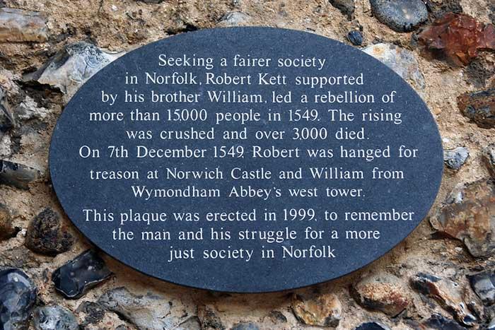 """""""노르위치에서 더 공정한 사회를 추구하던… """" 으로 시작되는 저 문구는 1999년에 설립된 케트 기념관 문 앞에 걸려있다. 20세기의 마지막 해, 갑자기 케트를 기념하게 된 이유는 무엇이었을까?"""
