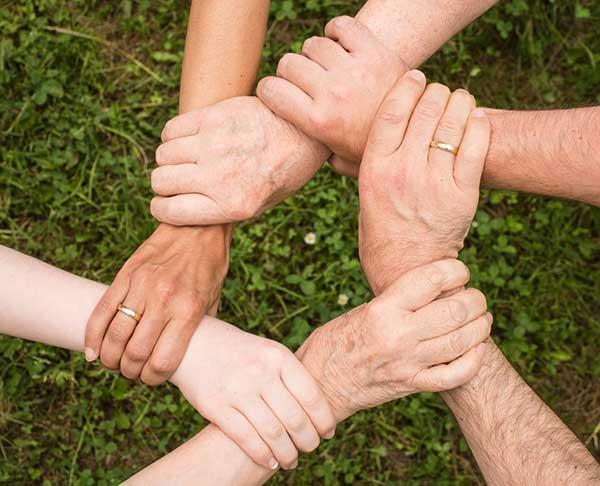 야마기시즘 연찬이 가진 특수성 중 하나는, 자칫 개인적 차원의 구도(求道) 활동에 머무를 수 있는 이러한 인식론적 전환의 시도를 사회 시스템으로 작동하게 설정했다는 것이다. by Pixabay  출처 : www.pexels.com/ko-kr/photo/461049/