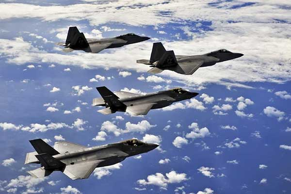 F22 전투기는 대당 4000억원에 가깝다. 군사비 지출은 자본주의 경제의 필수요소로서 잉여되는 물자의 무제한적 소비처이다. 이것은 없어서는 안될 산업이다. by snappygoat 출처 : https://images.app.goo.gl/3LvYQVYSXpAKFyUg6