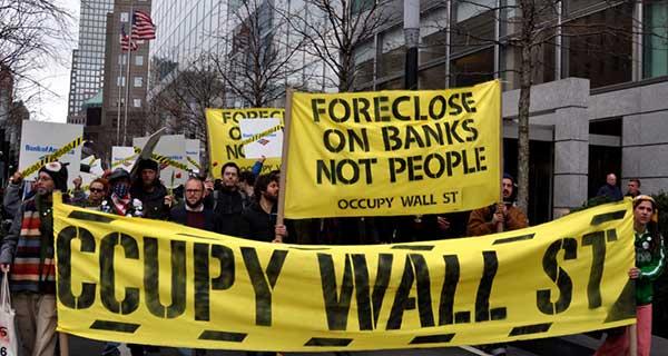 반자본주의 운동의 힘, 자본의 지배를 의문에 붙이는 일은 세계 전역에서 성장해왔으며, 심지어 미국에서조차 성장했다. by Michael Fleshman 출처 : https://www.flickr.com/photos/fleshmanpix/6986482341