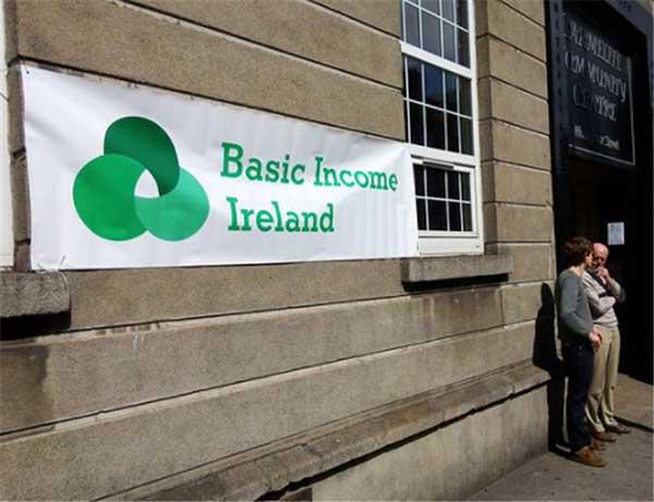 경제활동은 물론 기본권까지 제한되는 락다운 상황에서 손실보상, 이익공유 등의 아이디어와 함께 기본소득이 현실세계로 들어왔다. by stanjourdan 출처 : www.flickr.com/photos/stanjourdan/18176161124