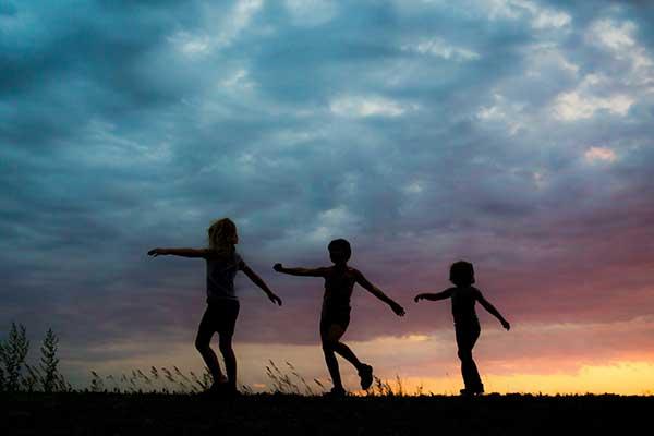 성장한 아이들이 앞으로 새로운 사회, 새로운 문명의 '작은 물결들'이 될 수 있다면 정말 큰 기쁨이겠다. by. Jess Zoerb 출처: https://unsplash.com/photos/tvuTAZS_0xk