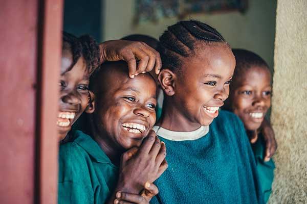 기쁨은 우리의 생각하는 힘과 행동하는 힘의 증가이며, 슬픔은 그 힘의 감소이다. by Annie Spratt 출처:  https://unsplash.com/photos/KBpIcWV6o2c