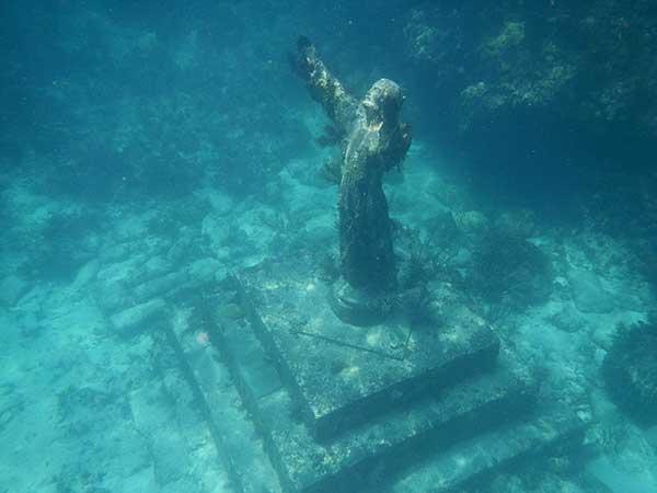 인류가 미래에 생존하는 것은 창조세계를 지키는 것이기도 하다. by 巫迪文 출처 : https://commons.wikimedia.org/wiki/File:Jesus_statue_-_panoramio_(3).jpg