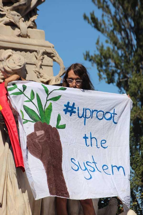 어쩌면 기성세대 운동가보다 청소년들이 기후위기 문제의 본질을 더 잘 이해하고 있는 것 같다. 사진 출처 : John Englart https://www.flickr.com/photos/takver/33509454598